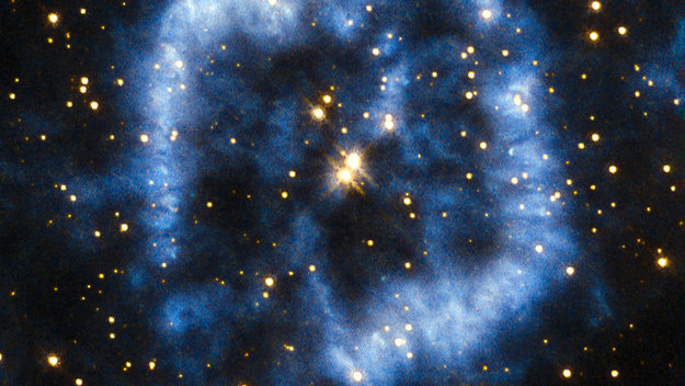 Hubble_pictures_planetary_nebula_with_spiral_arms_large.jpg