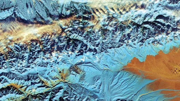 China_s_Tian_Shan_mountains_large.jpg