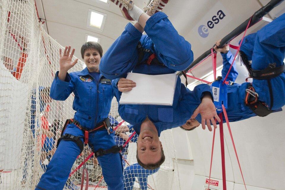 ESA astronauts Samantha Cristoforetti and Matthias Maurer during parabolic flight