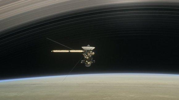 Cassini entre Saturno y los anillos