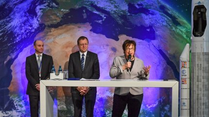 Decision makers on stage at the media briefing following the 7th European Conference on Space Debris at ESA's mission control centre, Darmstadt, Germany, 21 April 2017.