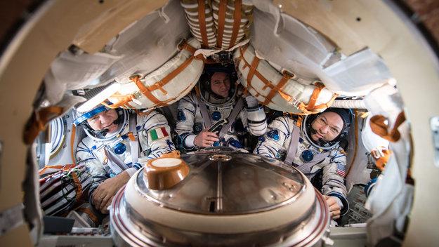 Soyuz_MS-05_crew_large.jpg