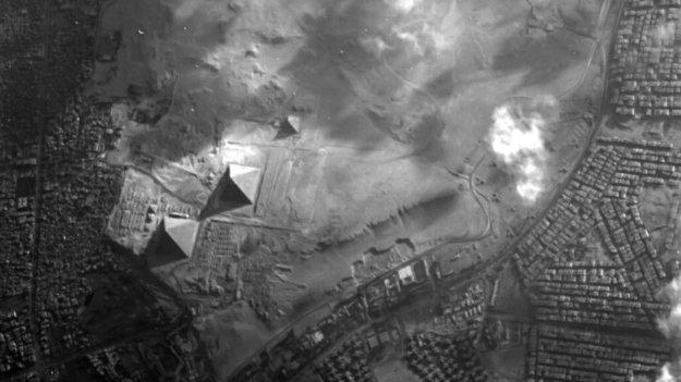 Proba-1-Sicht_auf_die_Pyramiden_von_Gizeh_large.jpg