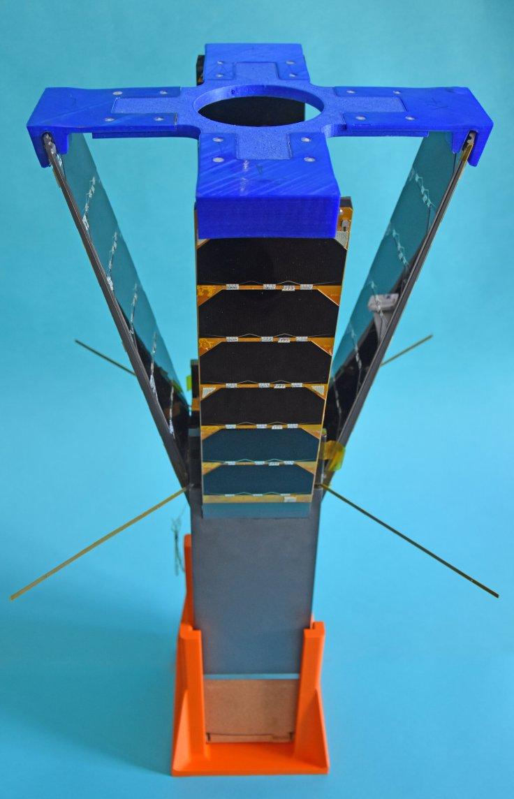 Qarman with side panels deployed