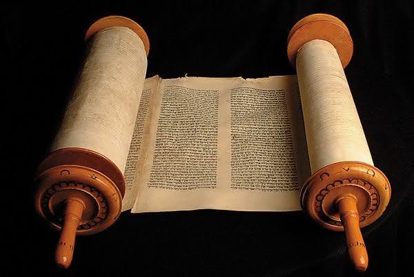 O que significa pentateuco, lei e torá?