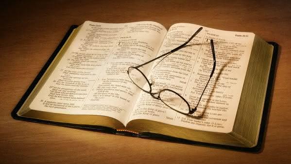 Planos de leitura bíblica