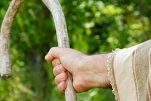 Devocionais #7 – O que é que você tem nas mãos?
