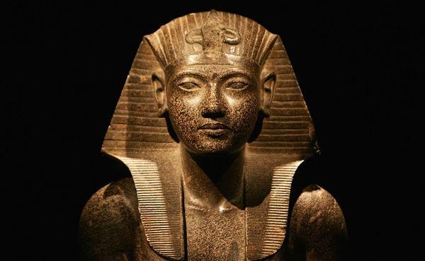De que forma Deus endureceu o coração do Faraó?