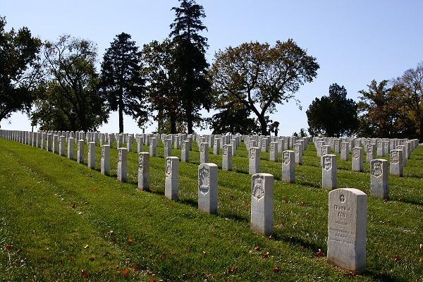 Visitar o túmulo de entes queridos que já morreram é correto?
