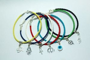 O cristão pode usar amuletos que dão boa sorte? O que a Bíblia diz?
