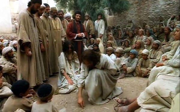 O que Jesus escreveu na terra no caso da mulher adúltera?