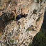 Marco Jubes escalando Sabor a Sangre 8a+ Montgrony - Foto Villan Alayón