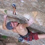 Iker Pou escalando El Intento 8c+/9a