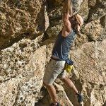 Jordi Salas escalando 6c free solo en Santa Ana