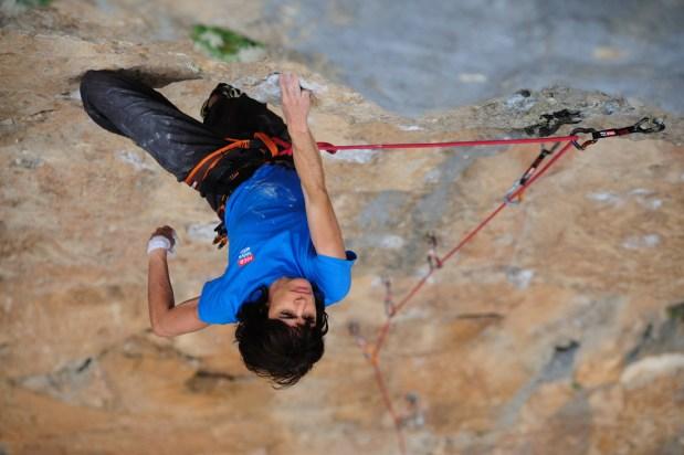 Eva López escalando en Collegats con el equipo Roca - Foto David Munilla