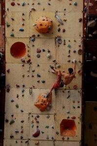 Escalador Alex Granado entrenando en Marsella