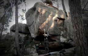Video escalada boulder en Albarracín: Iker Arroitajauregi en FA Zartako 8a+