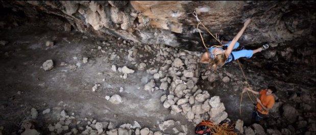 Video de escalada deportiva: Fani Kousipetkou en Oxytocin 8a, Grecia