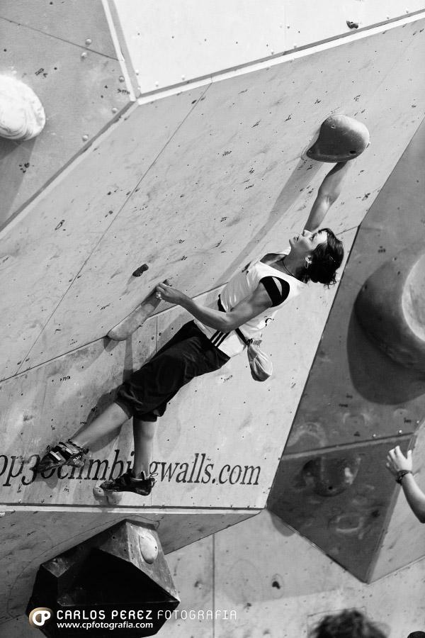 Eillen Jubes Campeona de España de Escalada en Boulder 2012 - Foto Carlos Pérez