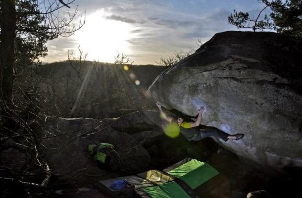 Cuarta repetición The big island 8c por Jan Hojer Boulder Fontainebleau
