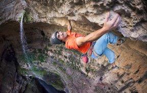 Video escalada deportiva; David Lama Primer Ascenso Avaatara 9a en el Cañón de Baatara en el Líbano