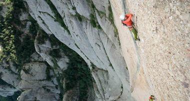 Daila Ojeda en su primera experiencia de vía larga en Montserrat