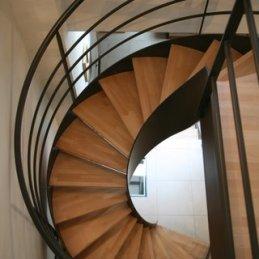 escalier marches hêtre