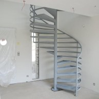 escalier apprêt gris