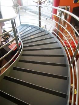 escalier-restaurant-marches-antiderapantes