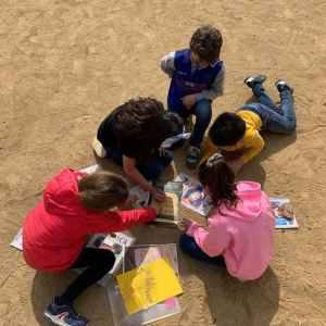 niños jugando gymkhana pirata