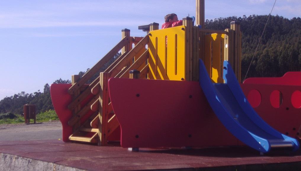 parque infantil junto al castillo de San Felipez
