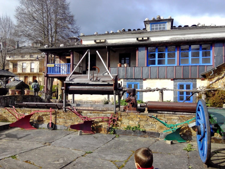 El Museo Etnográfico de Grandas de Salime, con niños