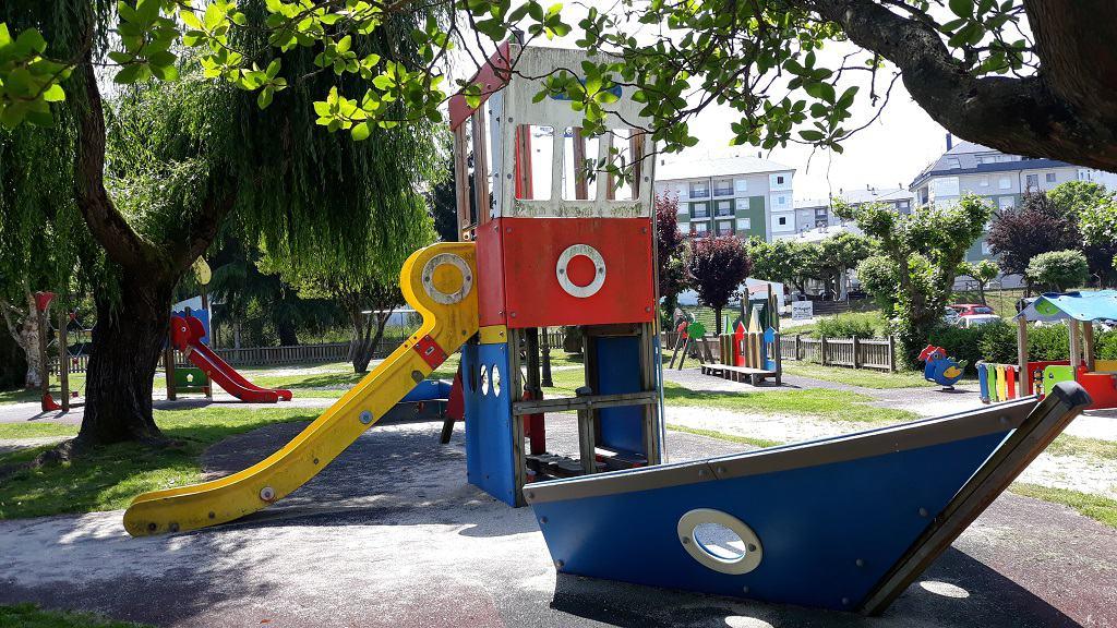 Área Recreativa de Sarria parque infantil