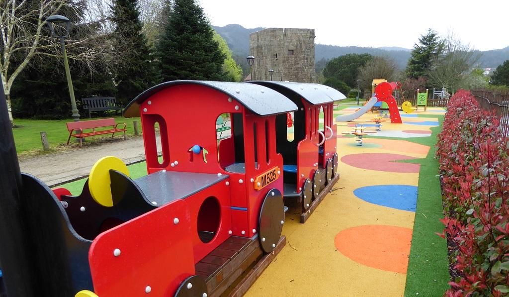 Parques infantiles con tren