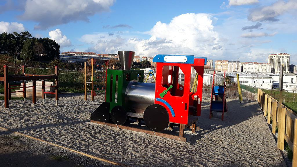 parques infantiles con trenecito