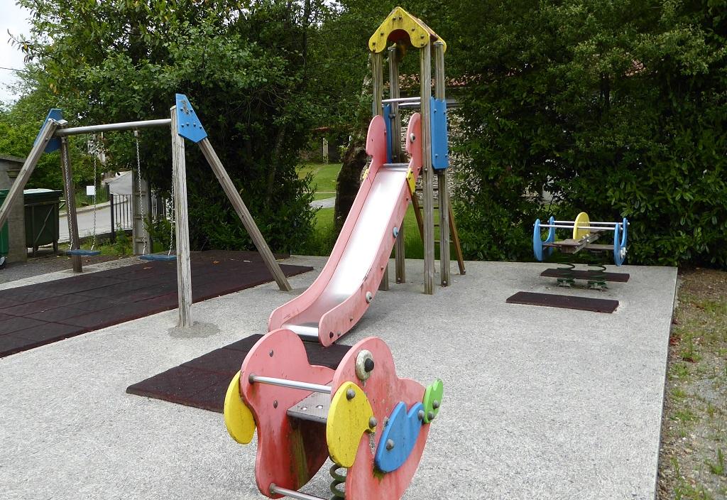 Parque infantil en el Camino Inglés