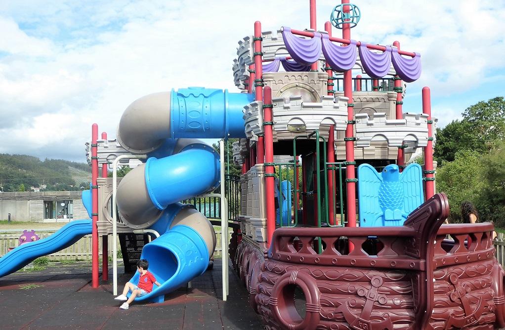 Un barco pirata en Neda: Parque infantil de Os Subarreiros