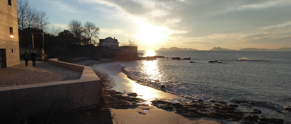 Once playas gallegas con puesta de sol, para ir con niños