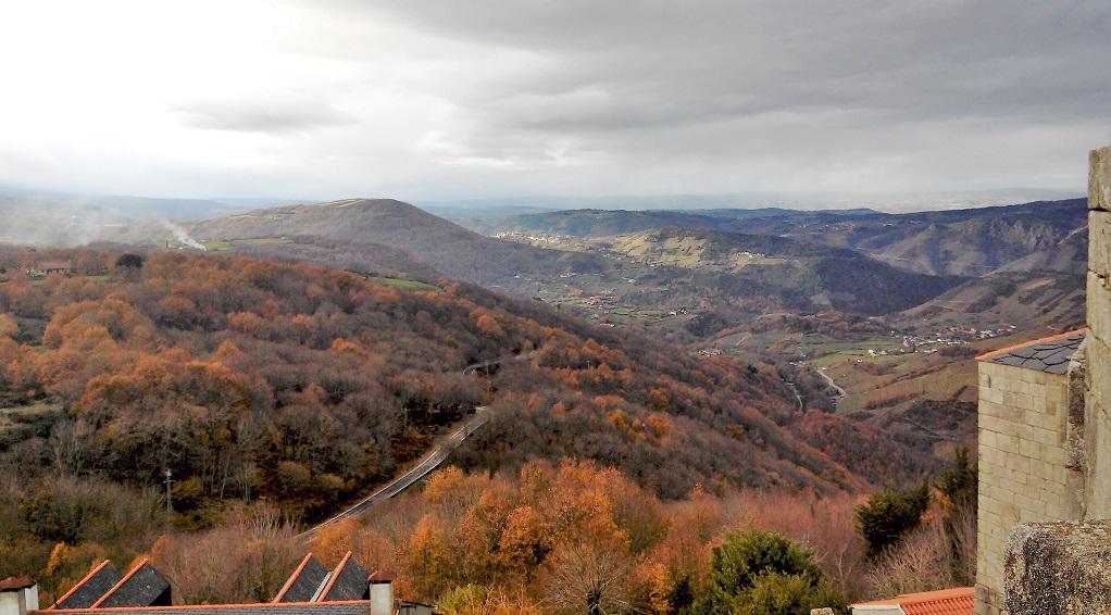 Vista desde lo alto Castro Caldelas