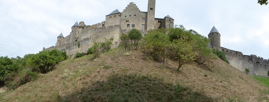 La ciudadela medieval de Carcassonne con niños
