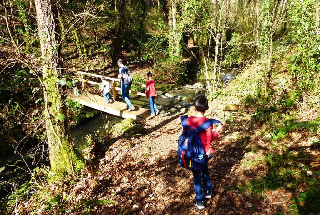 Senderismo con niños por Bergondo: arroyos y parque infantil