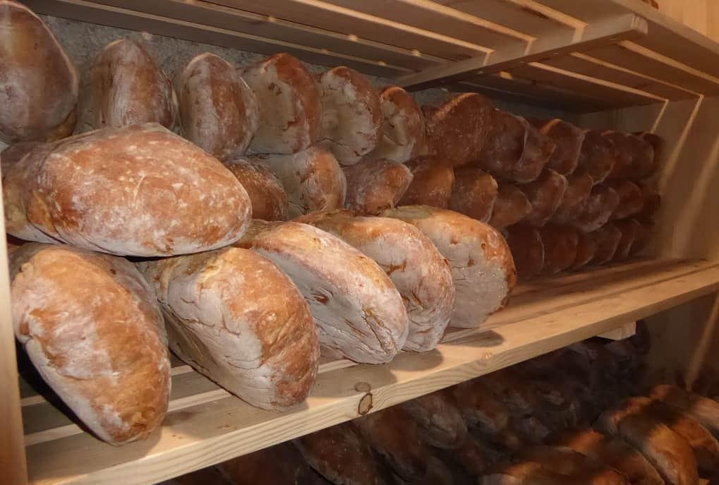 Cea con niños y su pan