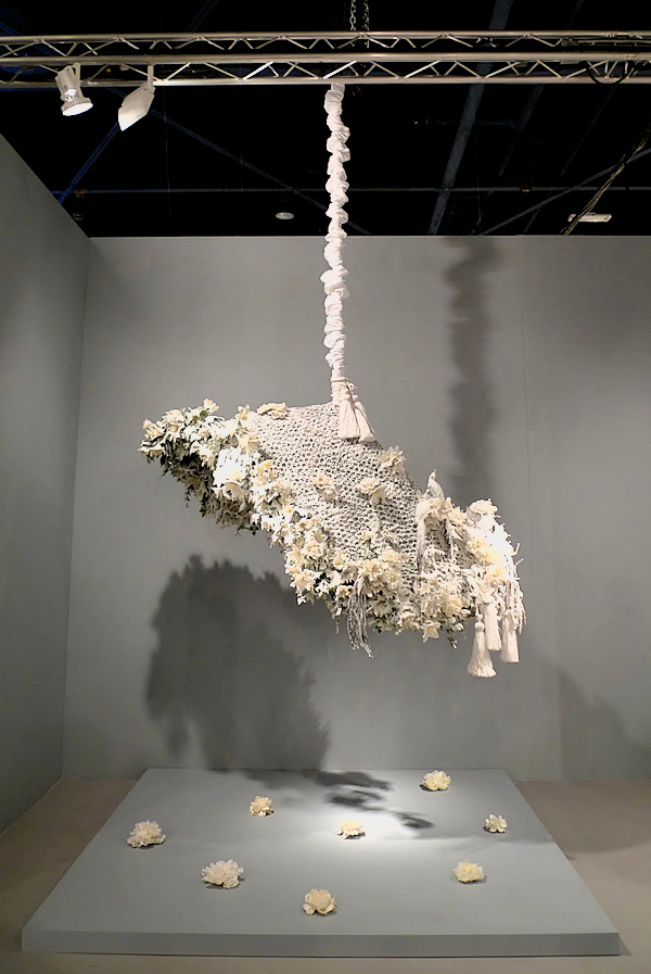 Petah Coyne, Tatiaroa, hanging