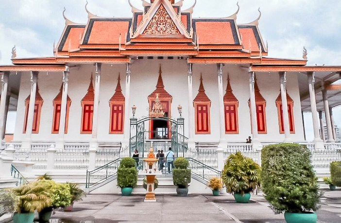 Phnom Penh should not be missed! Here's my guide of all the fabulous things there are to do in this vibrant capital city!