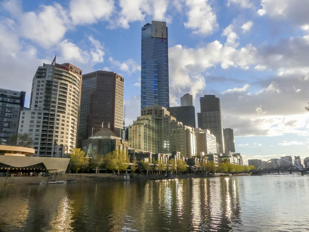 Are you a city lover and looking to to get the best views of Melbourne? This guide takes you to 8 awesome places to get the best views of the Melbourne skyline and also the recommendations for the best sunset spots in Melbourne! #melbourne #visitmelbourne #bestviewsofmelbourne #bestphotospotsmelbourne