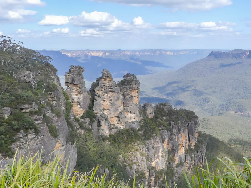 Just a short drive from Sydney you'll find the stunning Blue Mountains National Park. Want to know how to have the best couple of days here? Find out here!