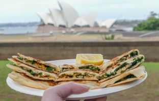 Looking for somewhere to eat and have a drink at in Sydney? Here are 10 delicious affordable Sydney restaurants and bars that you have to visit!
