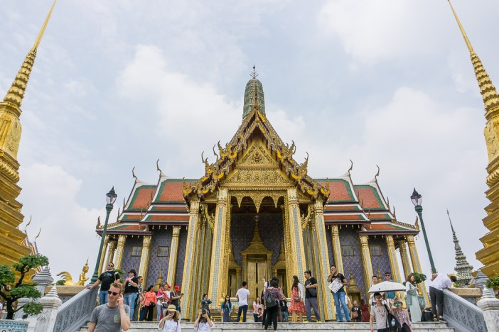 Are you planning your first trip to Bangkok but don't know where to start? After visiting a number of times, I've put together my ultimate 4 day Bangkok itinerary that's perfect for a first time trip to bangkok. #bangkok #firsttimeinbangkok #whattodoinbangkok #bestthingstodoinbangkok #wheretostayinbangkok #gettingaroundbangkok