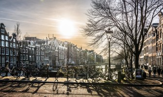Are you planning an awesome winter trip to Amsterdam and want to get an idea about how much 3 days in Amsterdam will cost? Look no further! Check out my 3 day Amsterdam Itinerary to find out the top things to do in Amsterdam and how much to budget for it. #amsterdam #amsterdamwinter #weekendinamsterdam #3daysinamsterdam #europewinter