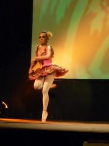 Sonia Amelio bailando